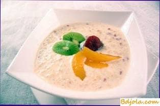 Rice milk porridge with honey