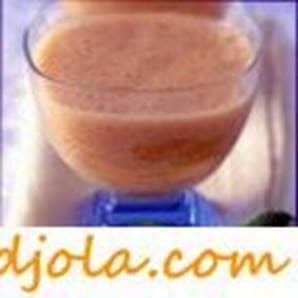 Bebida de miel de salvado con jugo de limón