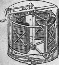 Откачка меда на медогонке