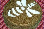 Medovik con semillas de amapola